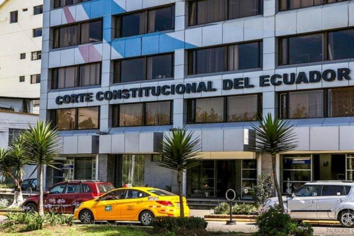 Ecuador estudia la legalidad de requisitos que se exigen a migrantes venezolanos