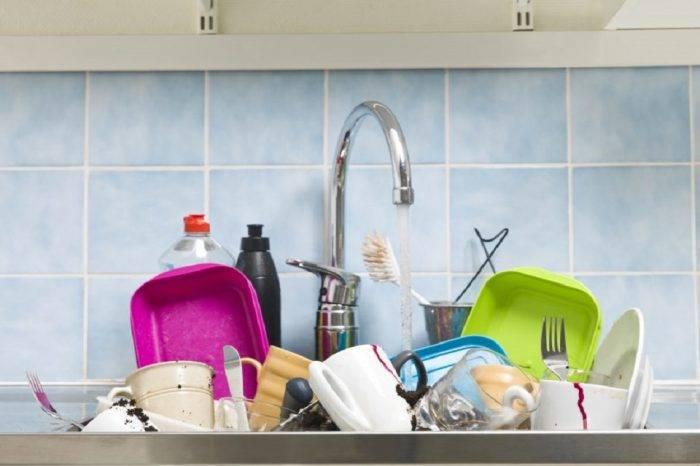 Nadie lava los platos bien, por Reuben Morales