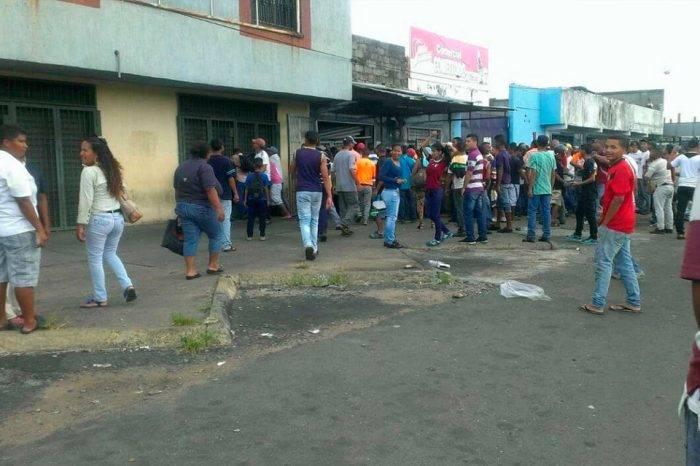 Asesinan a siete personas que esperaban en una parada de autobús en San Félix