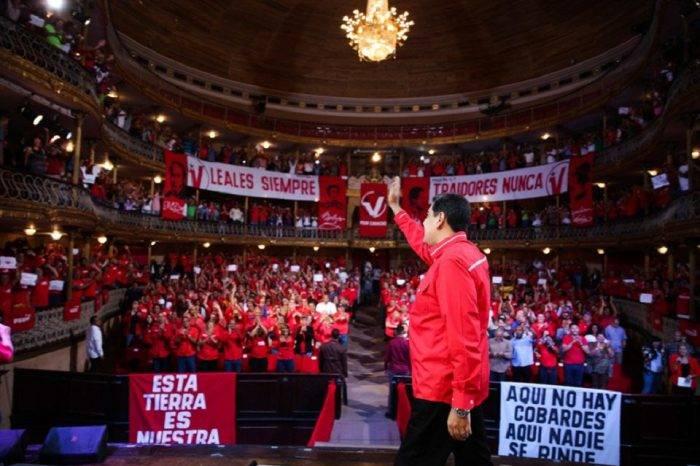 """Maduro asegura que elecciones parlamentarias están """"a la vuelta de la esquina"""""""