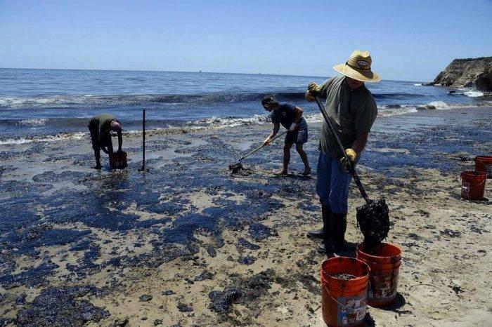 Derrame de petróleo afecta playas del estado Carabobo