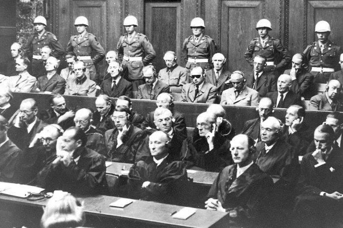 El delirio del juicio de Nuremberg tropical, por Vladimiro Mujica