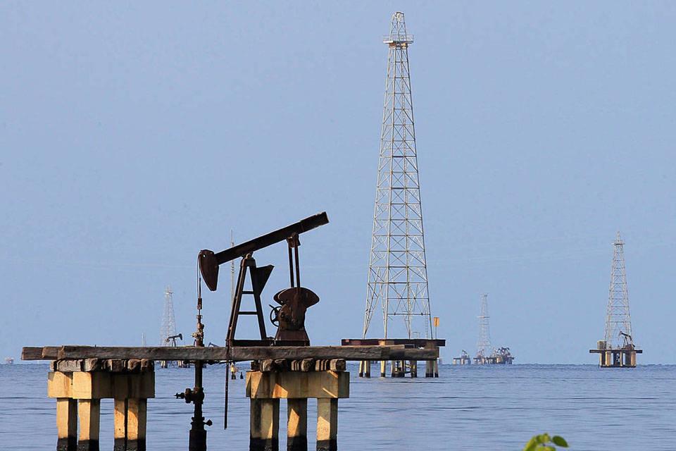 El petróleo venezolano sube un poco