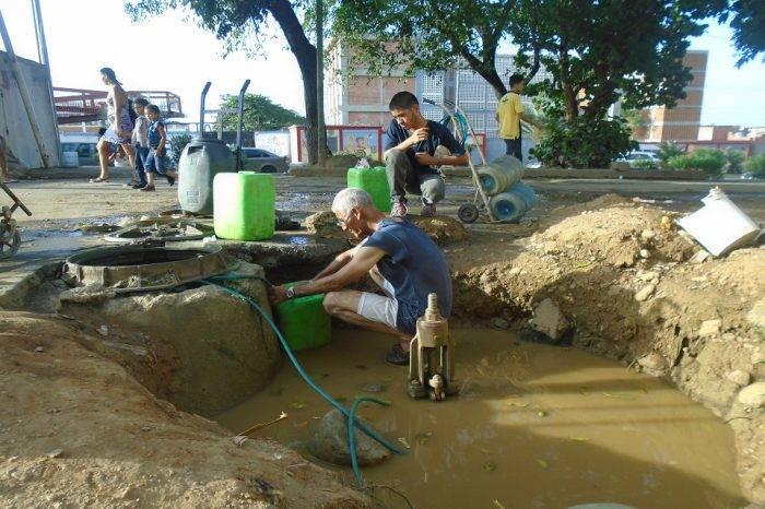 Un hueco en el cementerio es la solución a la escasez de agua en Pariata