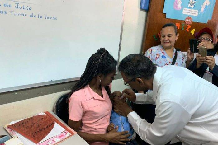 Venezuela inicia jornada de vacunación contra la polio para 3 millones de niños