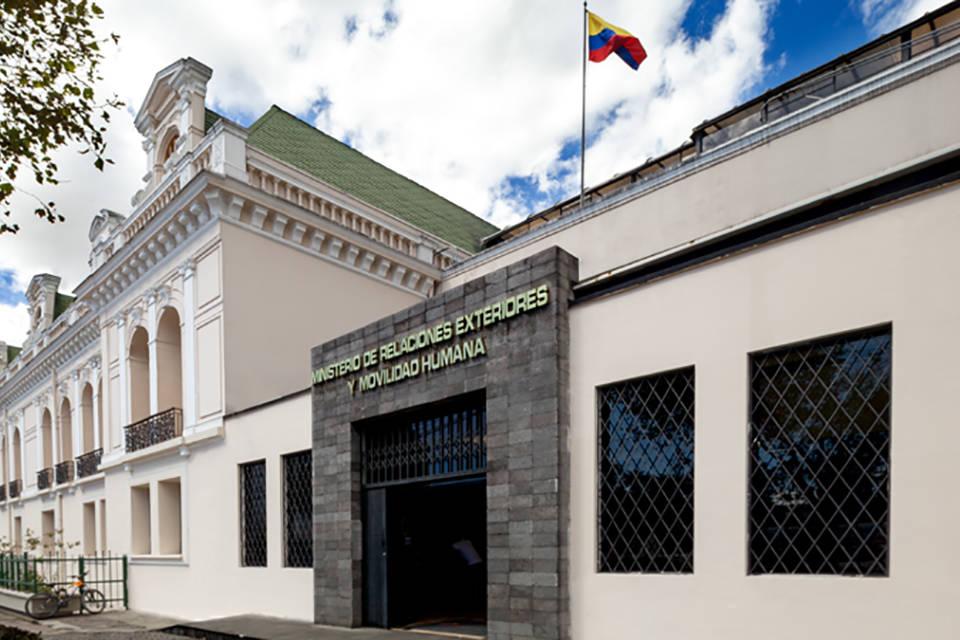 """Emigrantes venezolanos podrán pedir en línea la visa humanitaria para Ecuador. La cancillería de ese país informó además que esta modalidad tiene como objetivo """"agilizar"""" los trámites"""