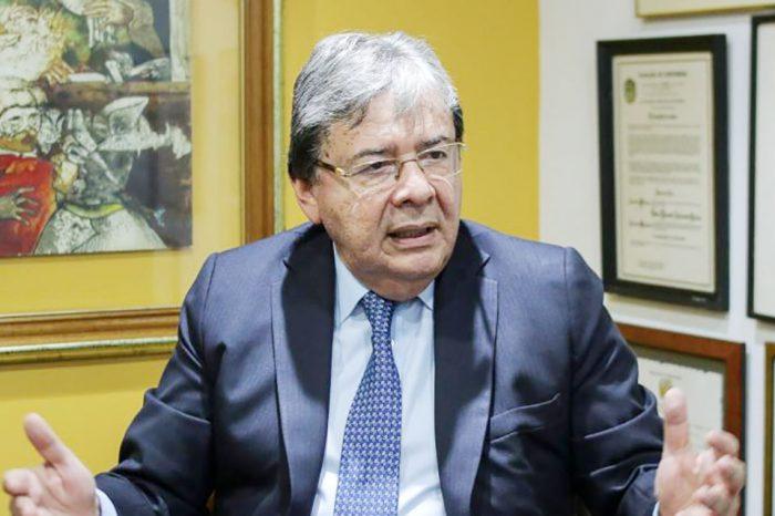 Magnitud de diáspora venezolana desborda capacidad de Colombia, advierte Holmes Trujillo