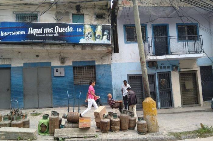 Hasta 300.000 bolívares piden por una bombona nueva en el centro de Caracas