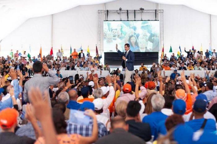 Guaidó busca reforzar la organización de partidos para mantener estrategias