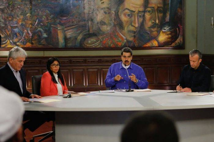 """Maduro denuncia nuevo """"plan magnicida"""" proveniente de Colombia"""