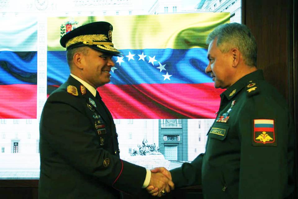 Vladimir Padrino fue a Moscú y recibe apoyo del ministro ruso de defensa