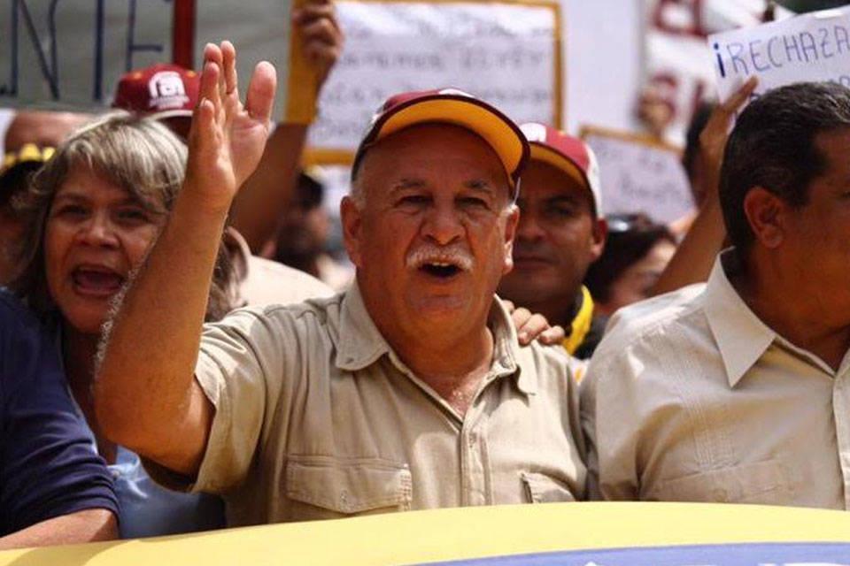 Rubén González