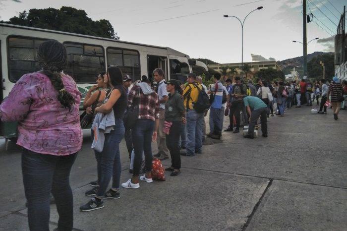 Hasta Bs. 10.000 cobran los choferes desde La Yaguara hasta El Junquito