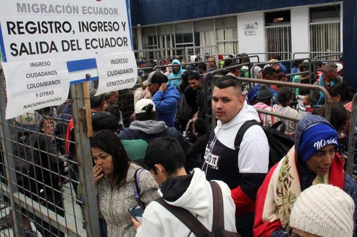 Unos 10.000 venezolanos buscan entrar a Ecuador antes del lunes #26Ago