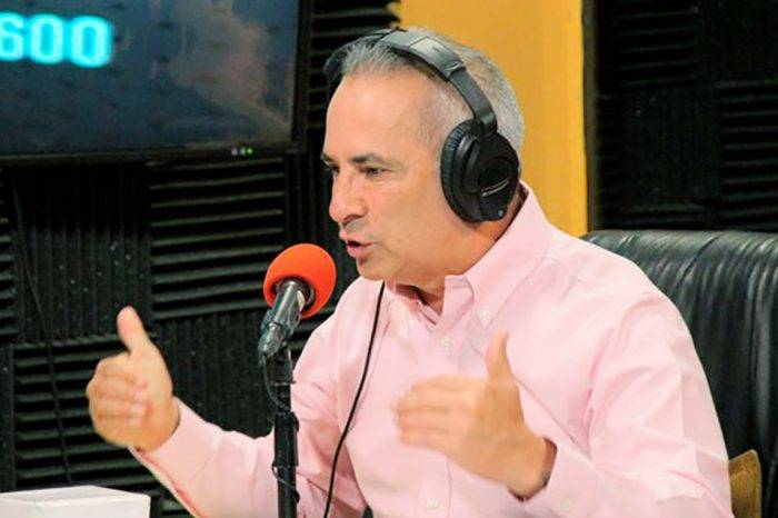 El gobierno colombiano apoya a los paramilitares en la frontera, dice Freddy Bernal