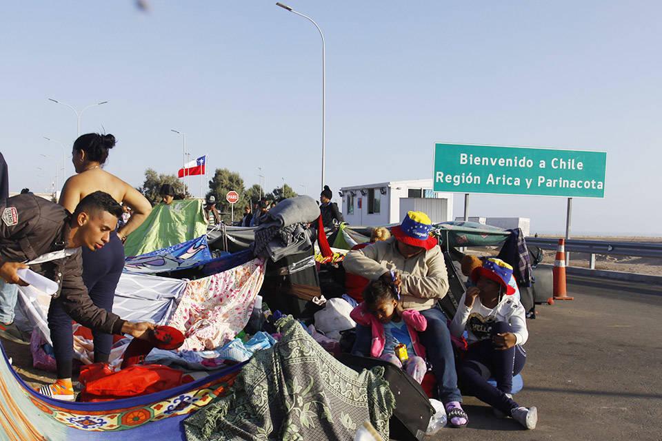 Chile permitirá la entrada de venezolanos sin papeles