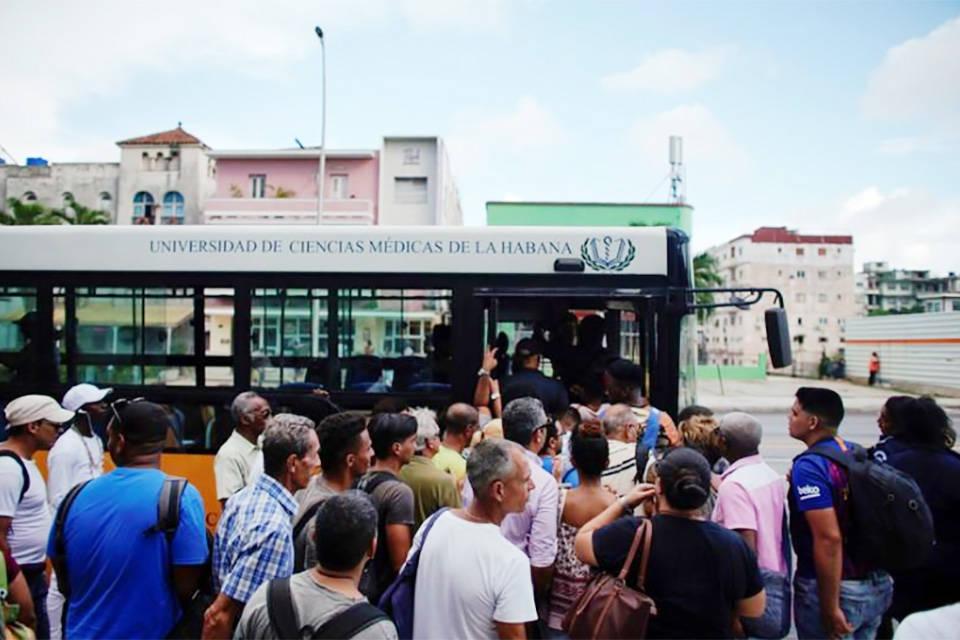 """Cuba racionará """"temporalmente"""" el combustible"""