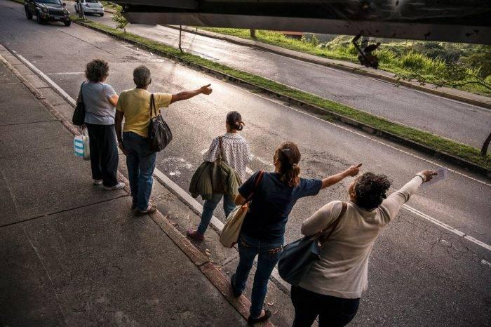 """Hasta los abogados piden """"colitas"""" en Caracas"""