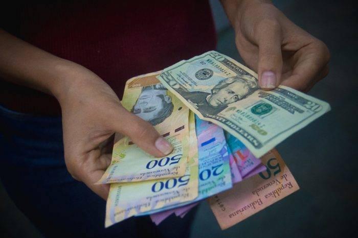Dólar y Bolívar, cierre en agosto