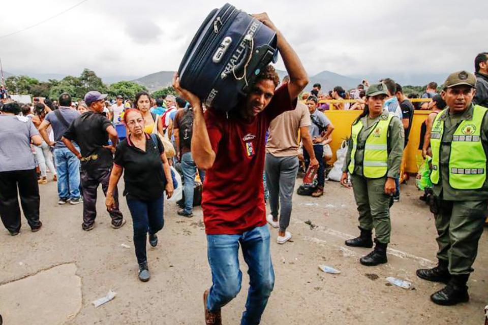 Colombia no aumentará su presencia militar