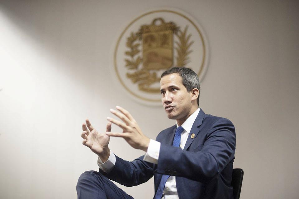 Guaidó da la bienvenida a los legisladores de Maduro a la AN