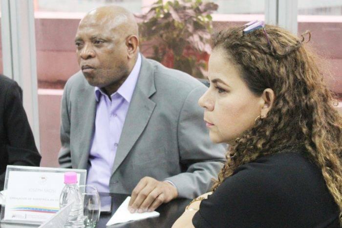 Invitan a Sudáfrica a Iris Varela