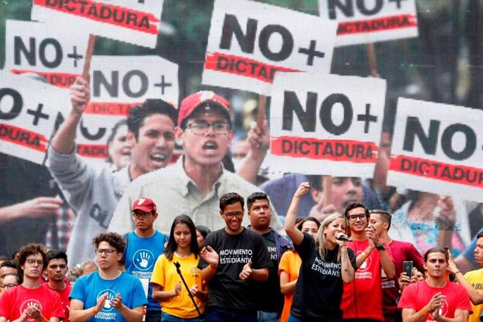 Jóvenes luchan por Venezuela