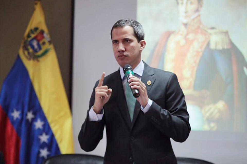 """Guaidó dice que será mandatario interino """"hasta lograr una elección"""""""