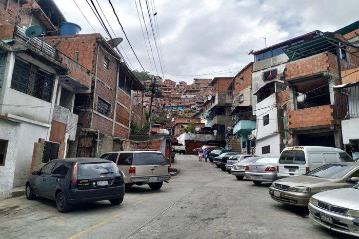 En el Barrio Píritu de Petare tienen una década suplicando por agua