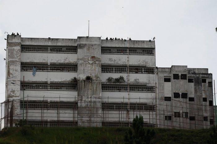Desaparecidos dos sargentos detenidos en Ramo Verde por alzamiento en Cotiza