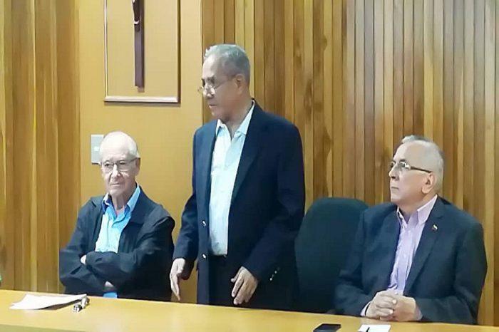 """Presentan libro de exministro Rodrigo Cabezas """"La Izquierda Rehén de su Negación"""""""
