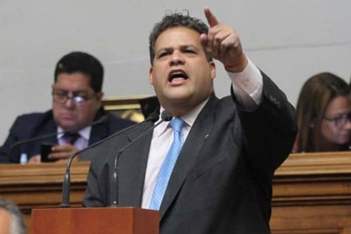 Diputado Franco Casella se fuga de Venezuela