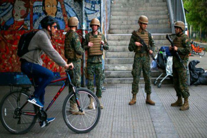 Santiago de Chile amanece con militares en las calles y el metro inutilizado