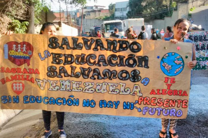 Docentes de Fe y Alegría calentaron las calles en rechazo a los bajos salarios