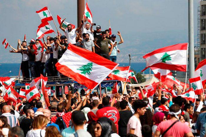 Protestas sociales en el Líbano finalizan con la renuncia del Ejecutivo