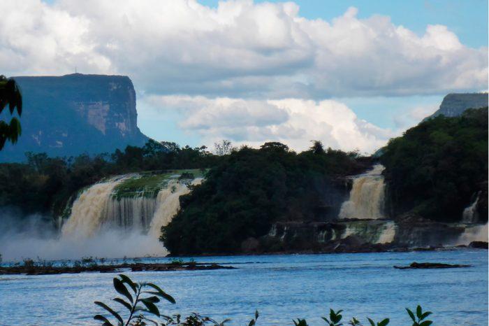 El confortable paso de Rafael Correa por Canaima