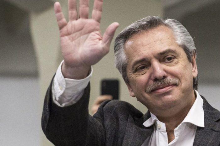 Fernández asume presidencia de Argentina con la urgencia de resolver la crisis económica