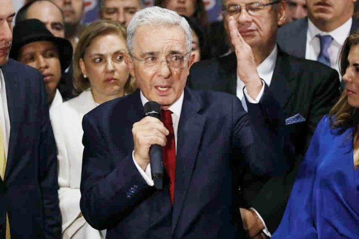 Álvaro Uribe, el poderoso expresidente de Colombia, responde a la justicia