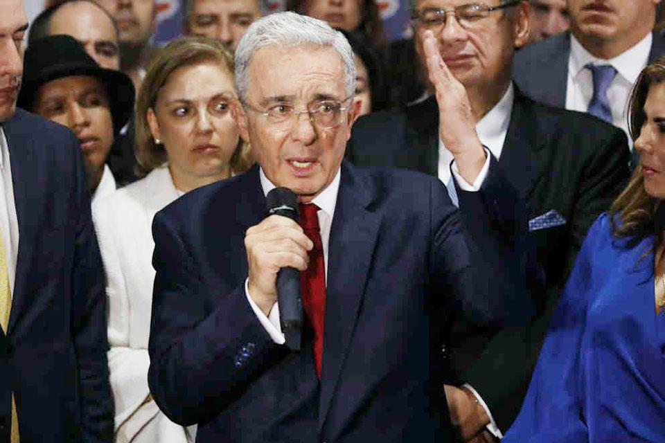 Álvaro Uribe responde a la justicia. Se convirtió en el primer expresidente colombiano que es interrogado por la Corte Suprema del vecino país