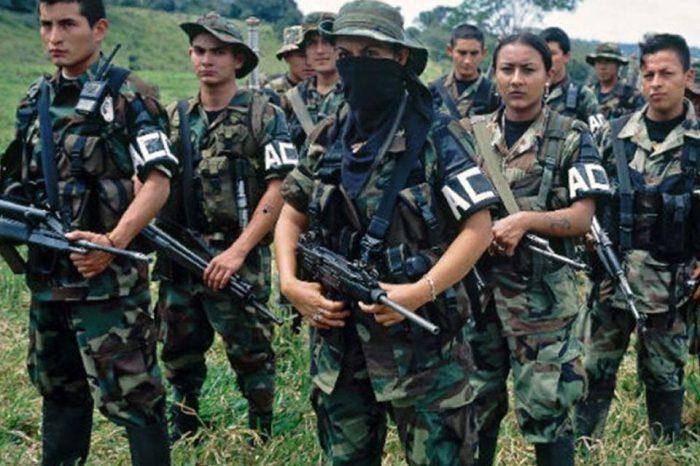 """Paramilitares colombianos crean bloque en Venezuela con Maduro como """"objetivo militar"""""""