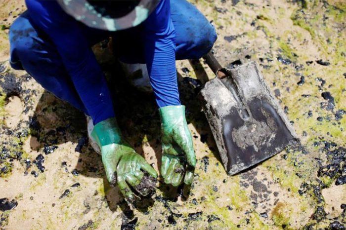 El gobierno de Brasil confirmó que el crudo que contaminó las playas de ese país fue extraído en Venezuela. Las causas aún son inciertas