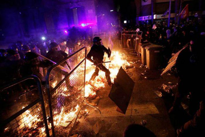 Violentas protestas en Cataluña dejan 182 heridos