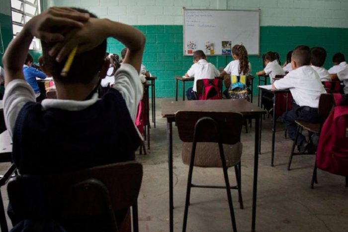A punta de intención y sin internet se cerrará el año escolar