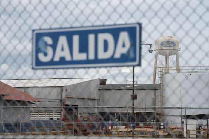 Chavismo abandona los controles de precio y da un respiro a empresas sobrevivientes
