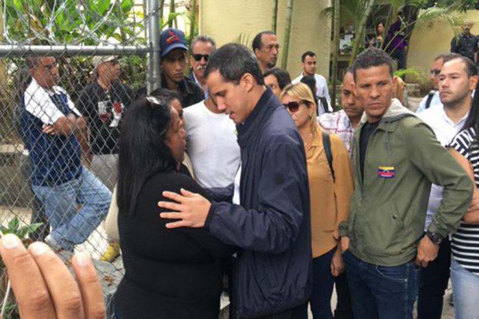 """Guaidó acompañó a familiares del exconcejal """"Pipo"""" Rada en la Morgue de Bello Monte"""