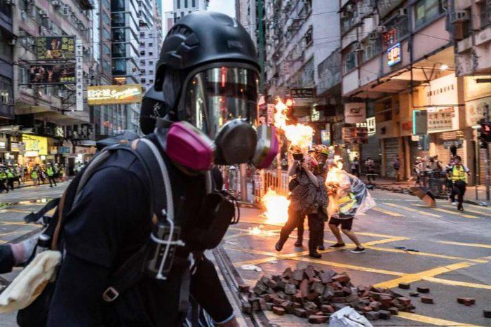 Nueva protesta en Hong Kong culmina en enfrentamiento entre manifestantes y policía
