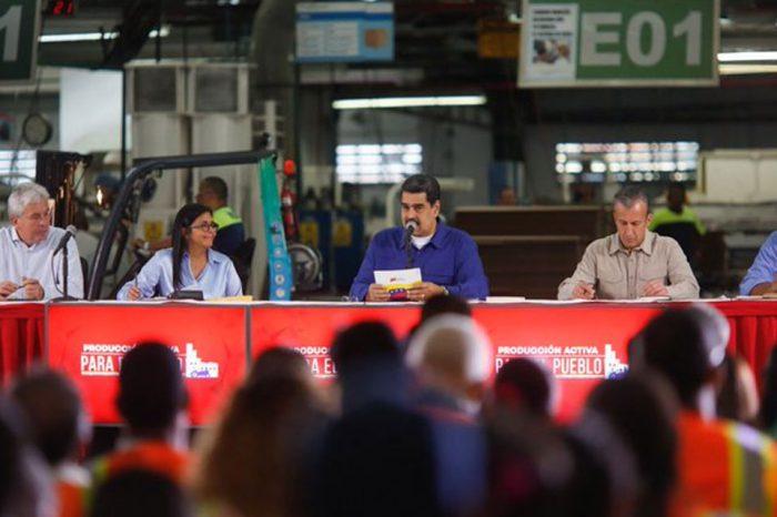 Bolívares ahorrados en petros podrán convertirse en divisas, según Maduro