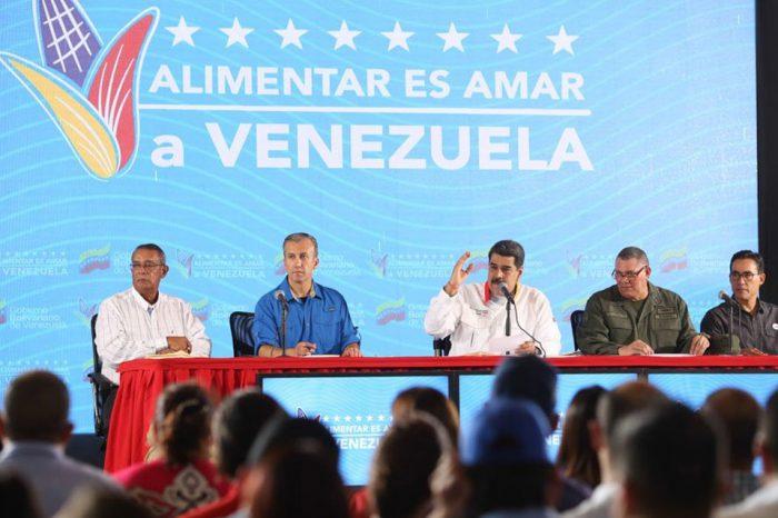 Maduro aprueba creación de 'CLAP escolares' y gallineros en colegios