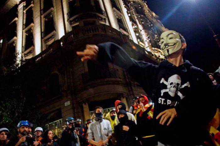 Marcha independentista en Barcelona termina en batalla campal