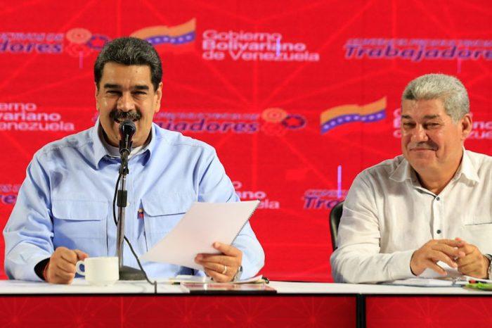 """Maduro ofrece """"hierros"""" a trabajadores industriales de Guayana para """"defender la patria"""""""